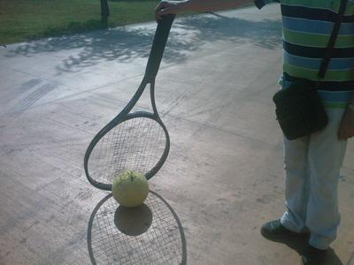 raqueta de tenis gegant