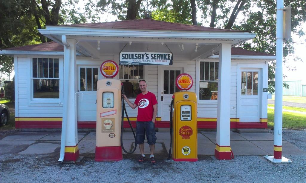 Gasolinera d'època a Mont Olive,IL.
